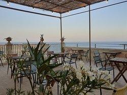 dal 1 luglio 2020 Tutte le sere  proponiamo un aperitivo in terrazza con vista mare !