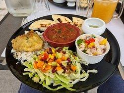 menu dégustation  Arepas Poulet au tamarin Salade composé Chili con carne Guacamole Ceviche