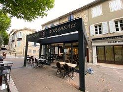 Brasserie Mirabeau, 3 boulevard Mirabeau 13210 Saint-rémy-de-provence.  Restaurant, brasserie, service en continu salon de thé et glaces alpilles, Mirabeau,  Saint-rémy-de-Provence.
