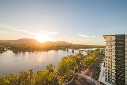 The Edge Apartment Hotel is a family friendly hotel which boasts uninterrupted views of the Mighty Fitzroy River. Situated in the heart of the CBD, everything is at arm's reach.