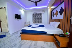 DELUXE KING AC ROOM