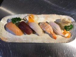 ラーメン、つけ麺、刺身、寿司、天ぷら、散らし寿司。