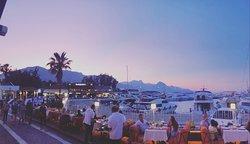 Eşsiz manzara ve Akdeniz aksamlarının lezzetli yemekleri