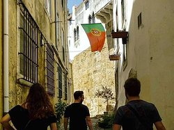 it almost felt like these last months never happened :) today's tour through Alfama and Mouraria led by Rodrigo in English and Mónica in Spanish :) Travelling restrictions are being gradually lifted all over and Lisbon is ready to host tourism again. If you want to tour Lisbon in safety contact us for more information and book one of our tours :) #lisbon #tourism #freetour