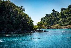 Enjoy the stunning views from our boat! เพลิดเพลินกับวิวที่สวยงามจากเรือของเรา