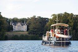 Croisière bateau sur l'Erdre pour découvrir Nantes de l'eau, les nombreux châteaux jusqu'à Nort-sur-Erdre et la faune des environs.