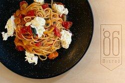 Spaghetto ai due pomodori e burrata