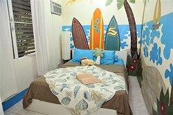 Surf Room (Queen) AC, Closet, TV