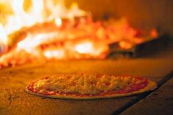 Le nostre pizze nel forno a legna