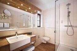 Moderne Badezimmer im HYPERION Hotel Garmisch-Partenkirchen