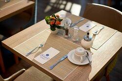 Frühstücksgedeck  im HYPERION Hotel Garmisch-Partenkirchen