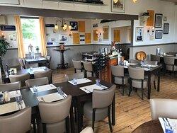 Restaurant Perron 3 voor heerlijk en eerlijk eten Jeu de boules banen binnen en buiten