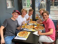 Formules happy hours en terrasse avec pizzas et boissons comprises !
