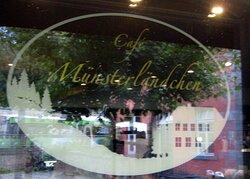 Auf der Scheibe, vom Cafe...