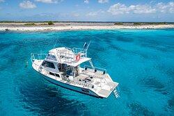 Great Adventures Bonaire dive boat on Klein Bonaire