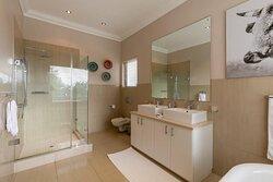 Deluxe room 1 Bathroom
