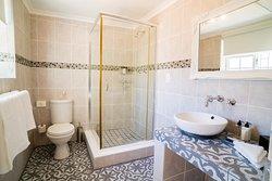 Deluxe Double or Twin Room Bathroom