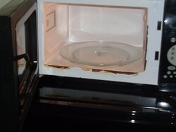 Microwave was dirty and rusting! FOOD POISONING RISK