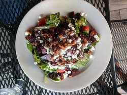 Beet salad with goat cheese, carmalized walnuts and grape tomatoes