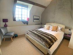 Alfie room - king size bed and en suite shower