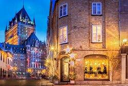 À deux pas du Château Frontenac, La Maison Darlington, établie depuis 1775, est la plus ancienne et prestigieuse boutique dans le Vieux-Québec. Fière de sa tradition et de l'excellence de son service, elle vous offre des marques réputées telles que Joseph Ribkoff, Frank Lyman, Dale of Norway,  Part Two et bien plus. La Maison Darlington est LA destination de magasinage dans le Vieux-Québec.
