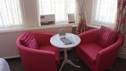 Bedroom 2 - Triple en suite - Seating area