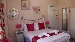 Bedroom 2 - Triple en suite