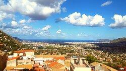 La vista da Monreale su Palermo e la conca d'oro.