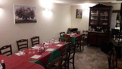 La sala degustazione dove si svolge la degustazione dell'olio extra vergine di oliva in abbinamento con i prodotti tipici lucani