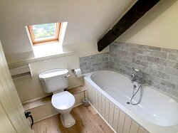 Bathroom in Red Kite Cottage. Double ended extra large bath.