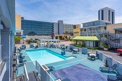 Outdoor pool area w. kiddie splash zone