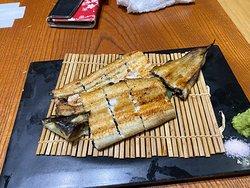 問題の・・・鰻の白焼きです。(T_T)  まったく、ふっくら感がなく、まるで煎餅を食べているようでした。。。