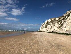 Prachtig strand met krijtrotsen