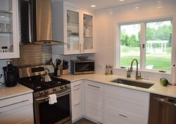 Le Grande Suite Kitchen - Overlooking the Pond and Pergola.