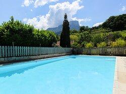 L'étang de la Tourne, piscine avec vue sur le Granier