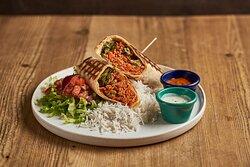 Burrito Vegano: Quando Daniele si è unito allo staff del Banda ha dato subito la sua impronta creando un chili vegetariano a base di ragù di soia, pomodoro, verdure e olive, leggermente speziatoservito in una tortilla di grano con riso e salsa echilada a parte