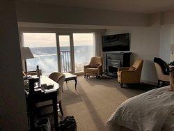 Canadian Falls Corner Suite