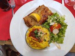 empanada de carne con verduras y pasta