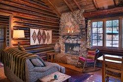 Ponderosa cabin with wood-burning fireplace