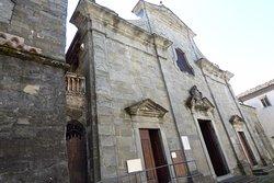 Facciata romanica Pieve di San Giovanni Battista, Pieve Fosciana, Italy