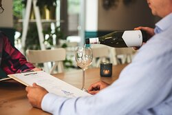 Smaku dań dopełnia selekcja win stworzona przez wielokrotnie nagradzanego sommeliera – Marcina Oziębłego. Dzięki jego doświadczeniu i pomocy w wyborze odpowiedniego dla konkretnego dania wina, każda wizyta w Fishermanie może zostać wzbogacona o zupełnie nowe doznania.