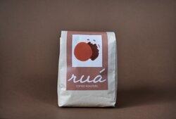 Typica - Perla Negra Finca/ Productor: Olger Rogel Origen: Pichincha Variedad: Typica Proceso: Lavado Descripción sensorial: Dulce, balanceado, con notas a caramelo.
