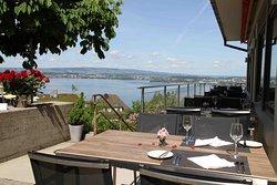 Terrasse mit wunderbarer Sicht auf den Zugersee