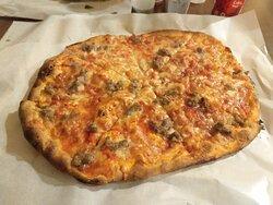 Ottimo pizza / pessimo servizio