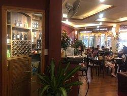 Quầy rượu và chỗ ngồi tầng 2. The second floor wine bar!