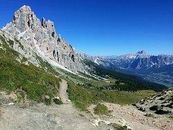 Forcella Ambrizzola verso la Croda da Lago e Cortina d'Ampezzo