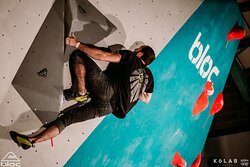 Bloc Climbing