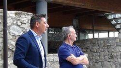 Castello Guevara - il primo cittadino cav. Fabio Della Marra con lo scrittore Michele Savignano, alla presentazione dei libri che raccontano Savignano Irpino dalle origini-