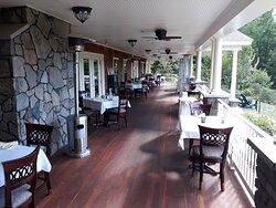 Spectacular Inn, Food and Service