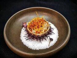 Shrimp tartare with mango, sea urchin, lime and crispy sweet potato